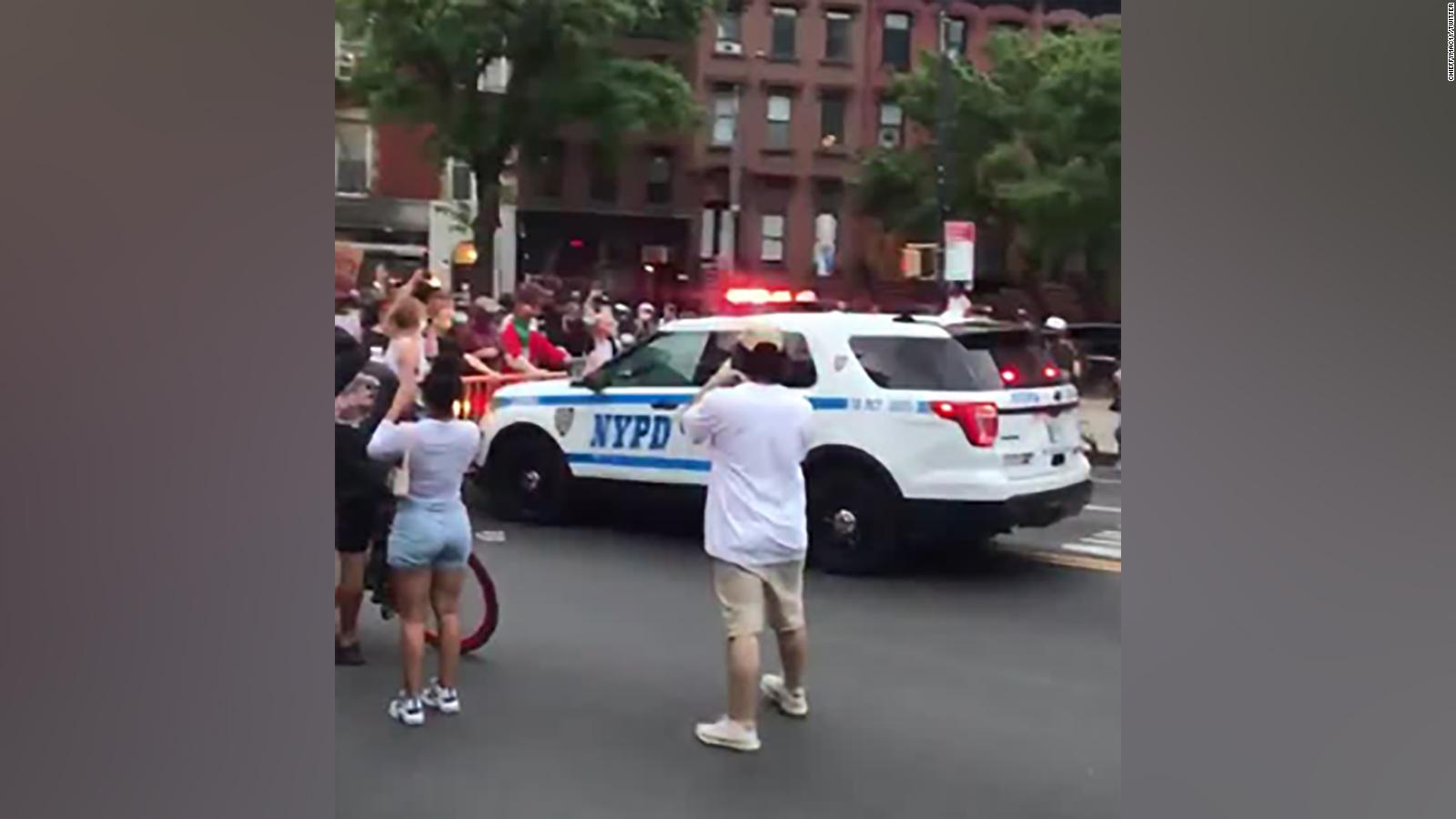 Nypd Officer Hat Testing Roblox Police Push Back Using Rubber Bullets And Tear Gas On Floyd Protesters Cnn