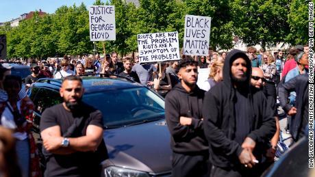 Des milliers de personnes sont descendues dans les rues de Copenhague pour une manifestation Black Lives Matter devant l'ambassade des États-Unis en mai.