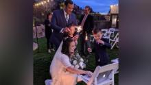 Marisa et Luis Bello de Las Vegas ont installé un ordinateur portable pour diffuser en direct leur mariage, qui s'est tenu le 3 avril dans l'Utah, afin que les amis et la famille puissent se joindre à la célébration.