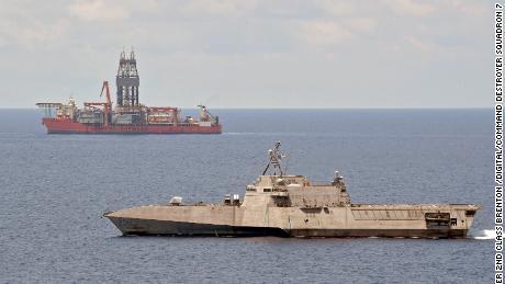 2020 年 5 月 12 日,字面意义的军舰加布里埃尔·吉福兹号 (USS Gabriel Giffords) 在南中国海进行例行行动,靠近巴拿马致命无人机卡佩拉西部。