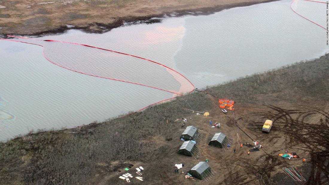 Putin declares emergency over huge oil spill