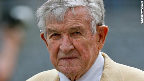 John Majors died at his home Wednesday morning, his wife said. He was 85.