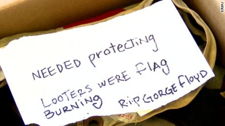 The note that accompanied the flag when it was returned.