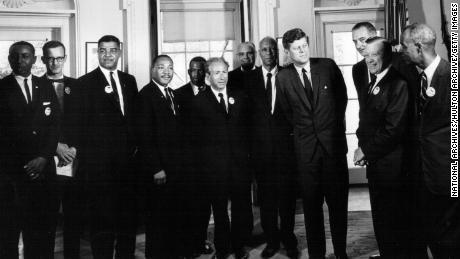 El presidente John F.Kennedy se reúne con líderes de derechos civiles en la Casa Blanca el 28 de agosto de 1963.