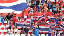 Fanii thailandezi de fotbal își arată sprijinul.