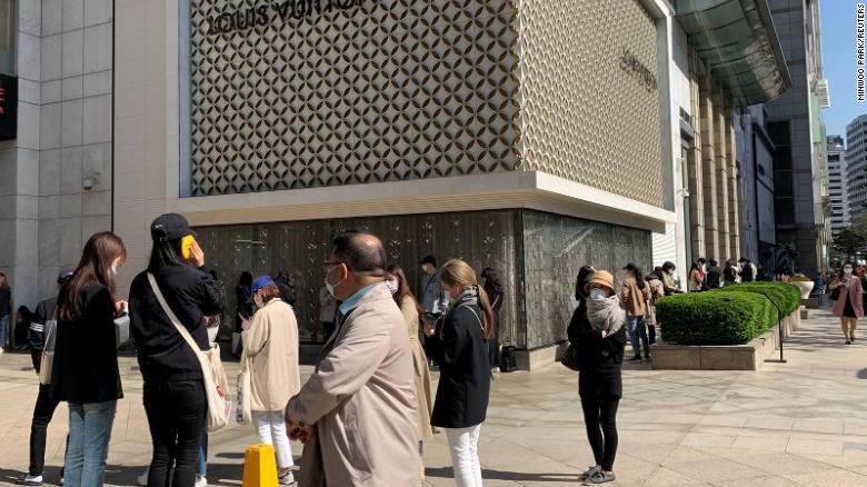 中国购物者给奢侈品牌一些希望