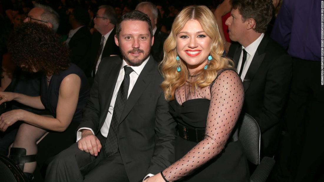 Kelly Clarkson says life's 'been a little of a dumpster' since filing for divorce