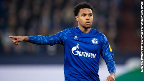 GELSENKIRCHEN, GERMANY - NOVEMBER 29: Weston McKennie of Schalke gives his team instructions during the Bundesliga match between FC Schalke 04 and 1. FC Union Berlin at Veltins-Arena on November 29, 2019 in Gelsenkirchen, Germany. (Photo by Frederic Scheidemann/Bongarts/Getty Images)