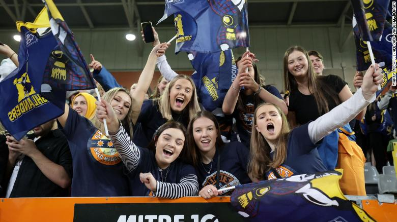 The lifting of Covid-19 restrictions in New Zealand has allowed fans to return to stadiums as the match between Otago Highlanders and Waikato Chiefs is watched by an estimated crowed of 20,000 at the Forsyth Barr Stadium in Dunedin.