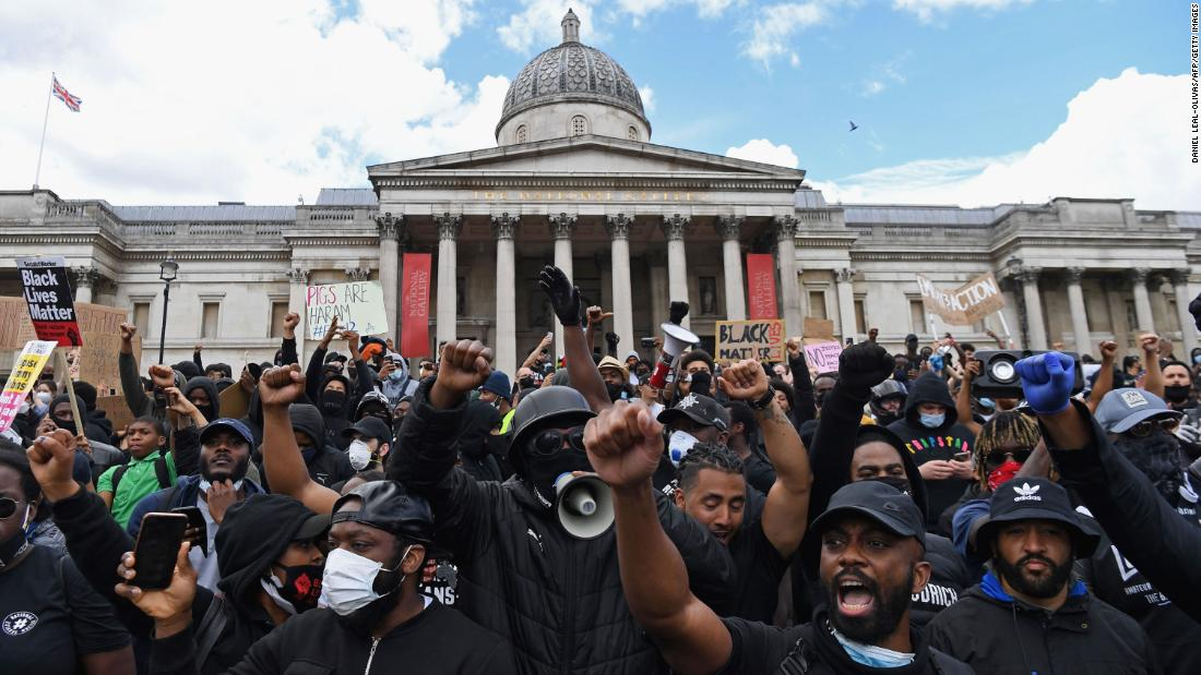 Protesters gather in support of the Black Lives Matter movement for a protest action in Trafalgar Sqaure in central London on June 13, 2020, in the aftermath of the death of unarmed black man George Floyd in police custody in the US. - Police in London have urged people planning to attend anti-racism and counter protests on Saturday not to turn out, citing government regulations banning gatherings during the coronavirus pandemic.