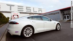 День работы от батареи Tesla & # 39;  здесь.  Это то, чего нужно остерегаться