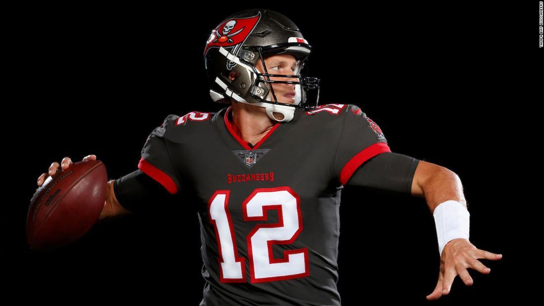 Tom Brady Buccaneers Unveil First Photos Of Brady In His New Uniform Cnn