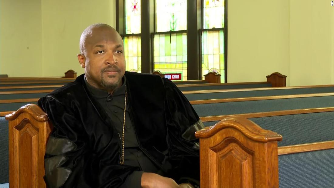 Rev. Robert Turner la Biserica Vernon AME din Tulsa