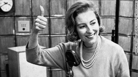 Lynn, retratada en 1964, fue el primer artista inglés en alcanzar el número uno en las listas de éxitos de los EE. UU. En 1952.