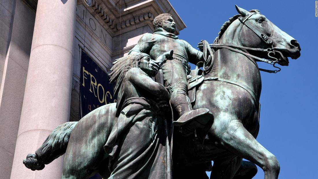 Un miliardario russo vuole comprare alcune delle controverse statue americane