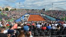 Gli spettatori hanno assistito alle partite dell'Adria Tour di Zahar, in Croazia, domenica 21 giugno 2020. Più tardi quel giorno, il tennista Grigor Dimitrov ha dichiarato di essere risultato positivo per Covid-19, portando alla cancellazione dell'intero Adria Tour.