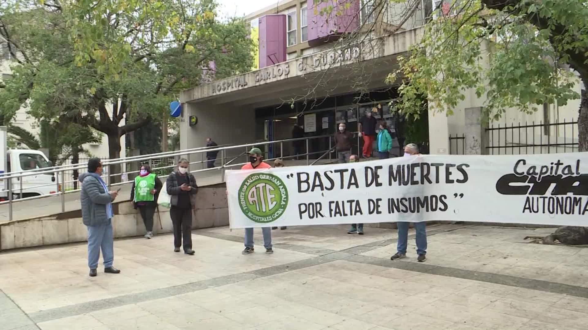 Personal médico protesta en Buenos Aires por muertes por falta de insumos y colegas fallecidos en la pandemia - CNN Video