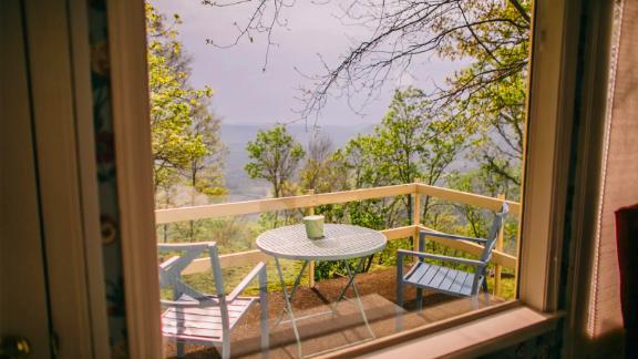 Midcentury Lodge Near Chattanooga, Tennessee
