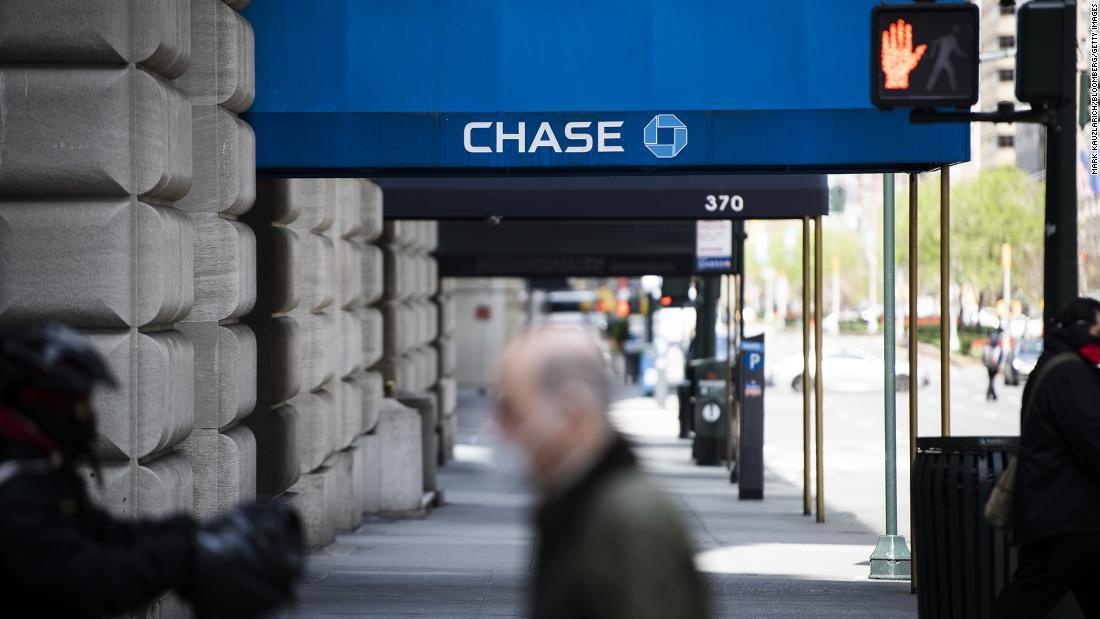 Fed suspends share buybacks for banks, caps dividends