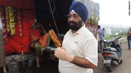 68 yaşındaki Lakhjeet Singh, Covid-19 için pozitif test etti, ancak onu kabul edecek bir hastane bulamadı.