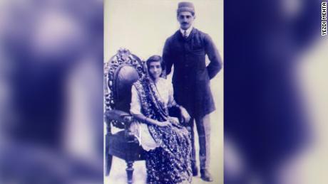 Une mariée et un marié parsi vers 1921.