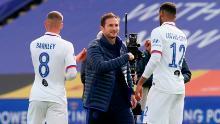 Managerul Chelsea, Frank Lampard (centru), a declarat că echipa sa nu a jucat bine. Dar albastrii încă îl învingeau pe Leicester.