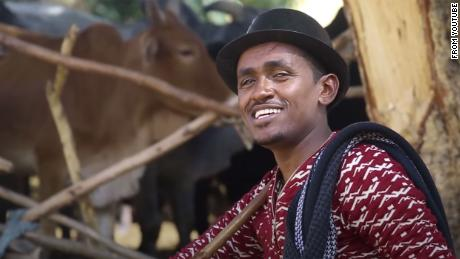 A screengrab of Hachula Hundessa from his music video  'Maalan Jira'.