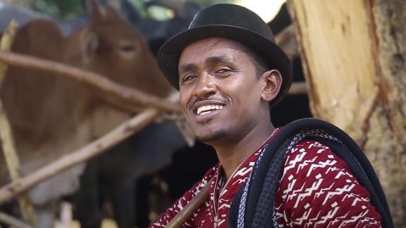 A screengrab of Hachula Hundessa from his music video  'Maalan Jira'.