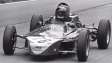 Il suo talento di guida è emerso per la prima volta quando ha gareggiato nel British Formula Ford Championship nel 1977 (per gentile concessione di Chassy Media)