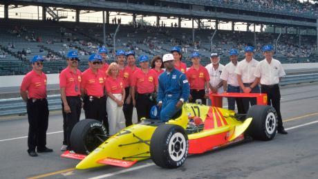 Il team Walker Racing ha qualificato con successo Ribbs all'Indy 500 nel 1991, rendendolo il primo pilota nero a competere in gara (per gentile concessione di Dan R Boyd)