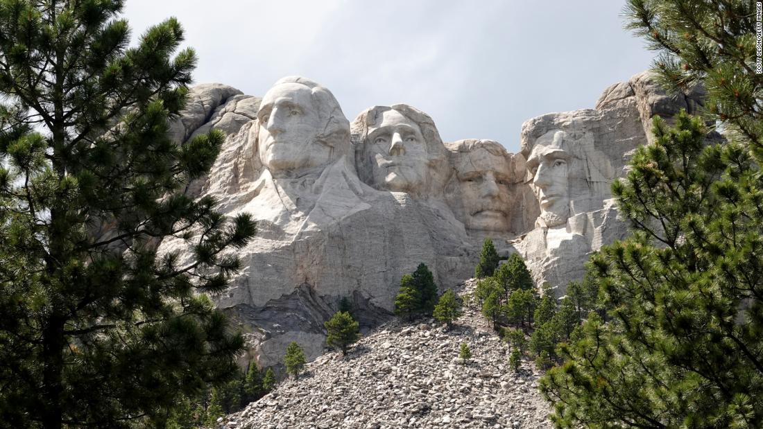 Mt. Pháo hoa Rushmore: Trump chuẩn bị cho một sự kiện lớn khác trong đại dịch quốc gia
