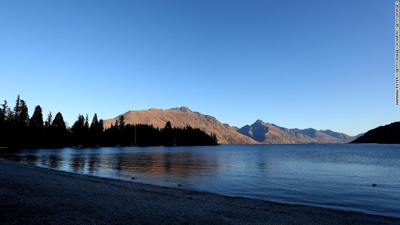 Uma vista geral da frente do lago em 25 de junho de 2020 em Queenstown, Nova Zelândia.