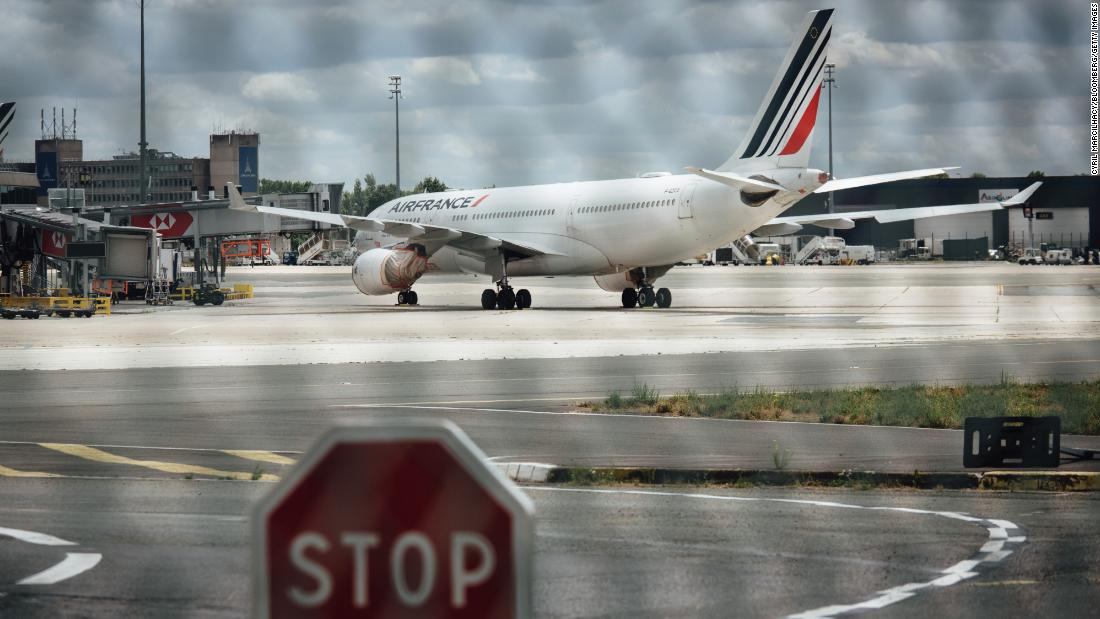 Air France to cut more than 7,500 jobs thumbnail