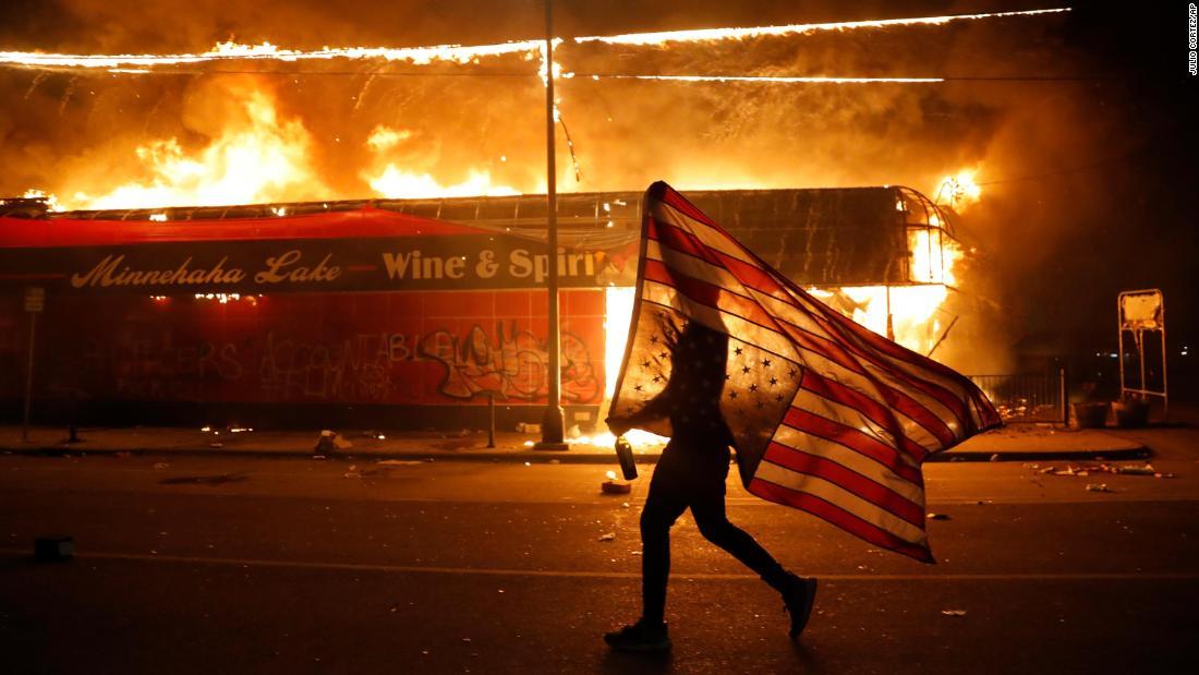 Ngày 4 tháng 7: Có đáng để ăn mừng nước Mỹ năm nay không?