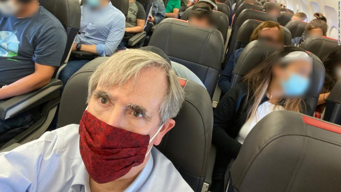 US Senator blasts American Airlines for packing the middle seats on his flight - CNN