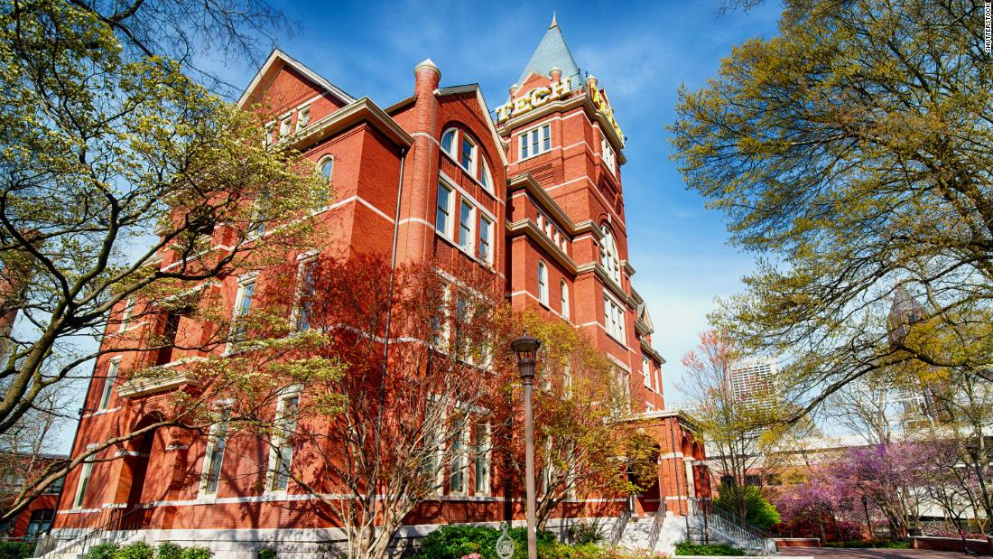 Georgia Tech sẽ không yêu cầu sinh viên đeo mặt nạ trong khuôn viên trường.  Khoa không vui