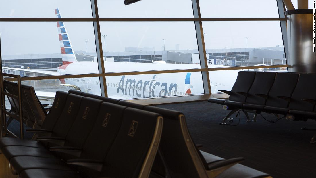 An American Airlines mechanic is accused of smuggling cocaine but his attorney says authorities have the wrong guy
