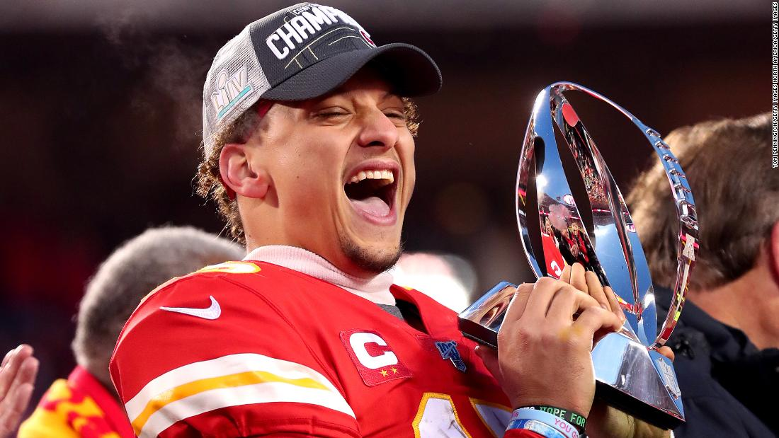 Photo of Chiefs quarterback Patrick Mahomes signs most lucrative sports deal in history, agent says | Kevin Dotson and Hollie Silverman, CNN