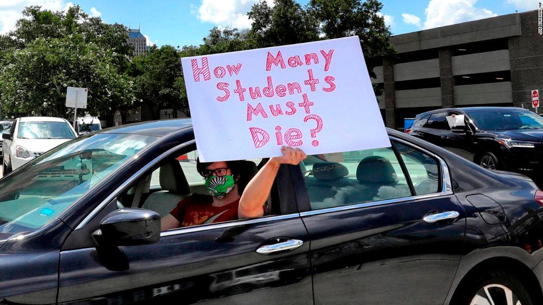 Giáo viên Florida nói rằng quyết định mở lại trường học của tiểu bang có thể gây chết người