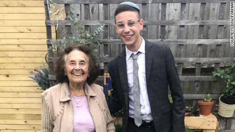 Auschwitz survivor to meet family of American GI whose kind gesture gave her hope