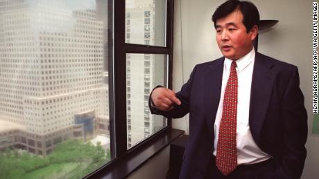 Le fondateur du Falun Gong Li Hongzhi vu à New York en 1999. Il a quitté la Chine plusieurs années avant que le groupe n'y soit interdit.