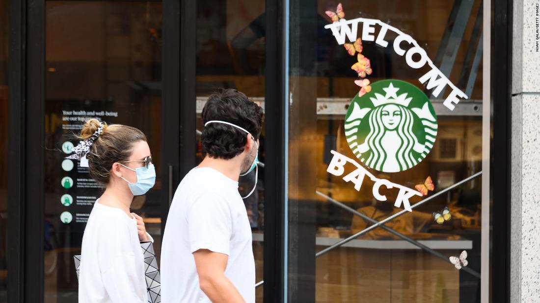 Starbucks richiederà ai clienti di indossare maschere
