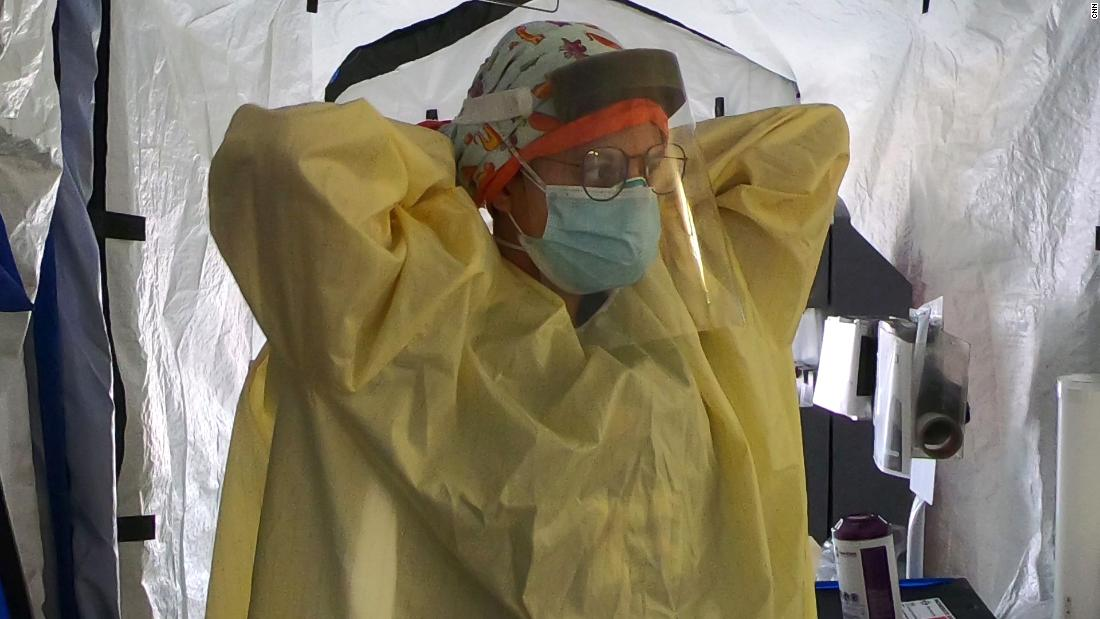 Medics đã xuống phòng thủ cuối cùng của họ với coronavirus đang chiếm lĩnh thị trấn của họ