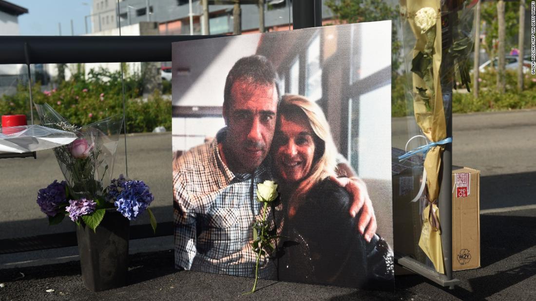 L'autista di autobus francese Philippe Monguillot muore dopo l'attacco alle regole della maschera