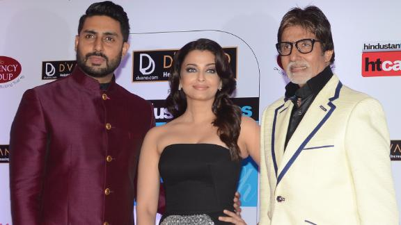 Indian Bollywood actors Abhishek Bachchan (L) and Amitabh Bachchan (R) pose with actress Aishwarya Rai Bachchan (C) as they attend the HT Mumbai's Most Stylish Awards 2015 ceremony in Mumbai late March 26, 2015. AFP PHOTO/STR        (Photo credit should read STRDEL/AFP via Getty Images)