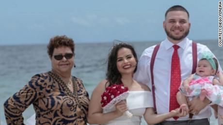 Fereira con su esposa, hija y abuela Hortencia Laurens (izquierda).
