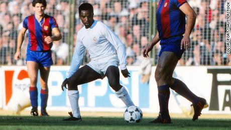 Laurie Cunningham playing in El Clasico.