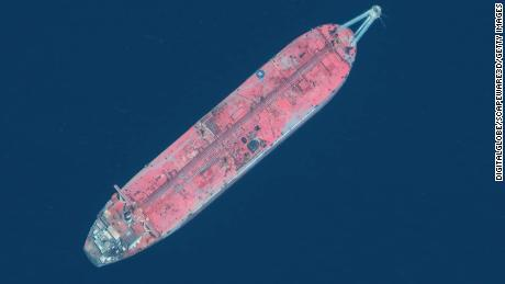 Time running out to prevent oil spill from 'ticking time bomb' tanker in Yemen, UN warns
