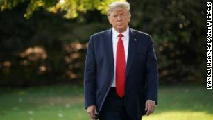Trump sostiene 'ragioni politiche'  ha sostenuto l'autorizzazione di emergenza al plasma convalescente