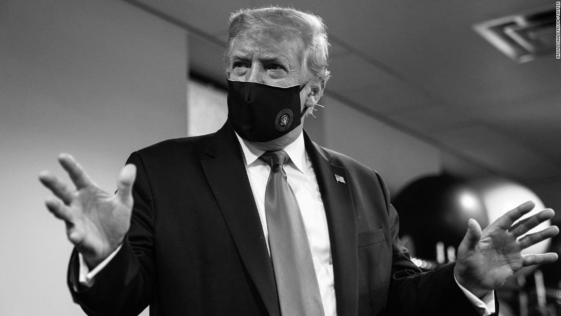 Trump sử dụng email chiến dịch để yêu cầu những người ủng hộ đeo mặt nạ